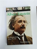 DK Biography: Albert Einstein: A Photographic Story of a Life (DK Biography (Paperback))